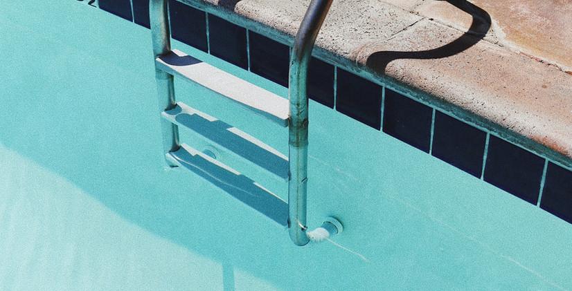 Çchelle-piscine.jpg