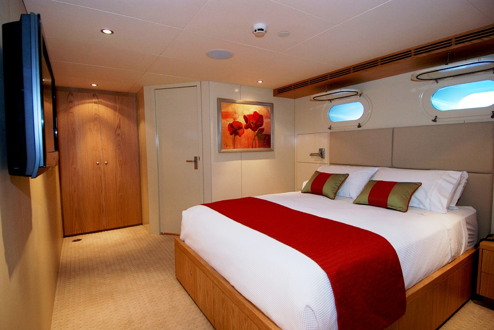 Queen cabin lower deck before