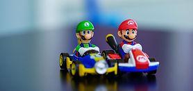 Mario et Luigi mettent leurs costumes de patron.
