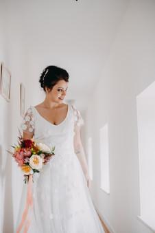 La mariée et son bouquet florale