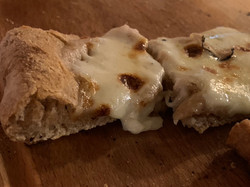 Pizzabrot aus PureGrain Schäl-Vollkornmehl