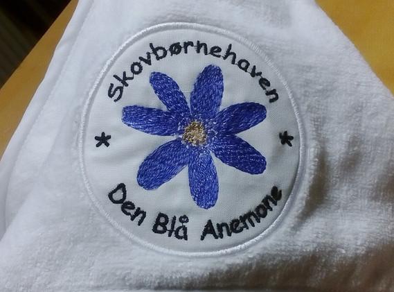 Blå Anemone broderet