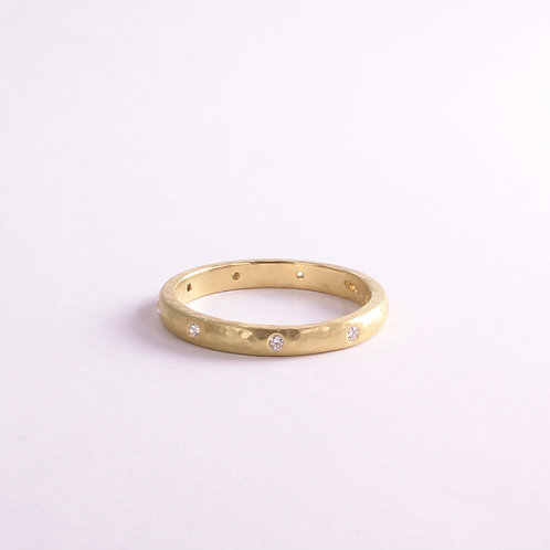 18k Gold & diamond flush set ring