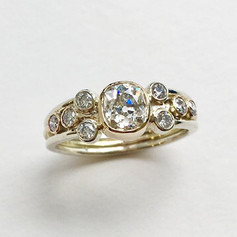 9ct gold ring set with 9 diamonds