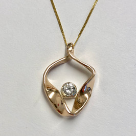 Gold & diamond ribbon