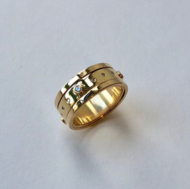 Solid gold and diamond spinning ring