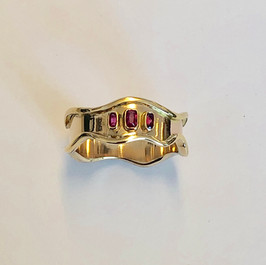 Ruby and 18ct gold ring