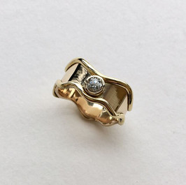 18ct gold wave ring set with central diamond, wave made to set next to existing ring.
