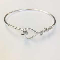 Hook and heart clasp bangle