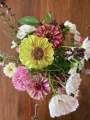 flowers bouquet queen lime zinnia cosmos