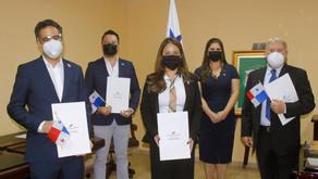 Nuevos ciudadanos panameños se juramentan