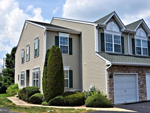 427 Green View Court, Plymouth Meeting - End Unit - Connie Brady - RE/MAX