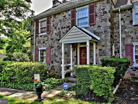 1410 Boyer Blvd. Listed by Connie Brady - RE/MAX Central