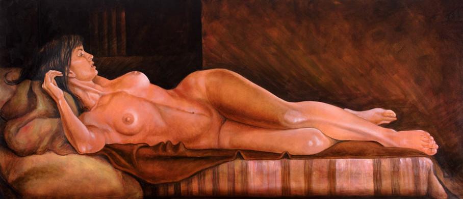 Desnudo en el cojín