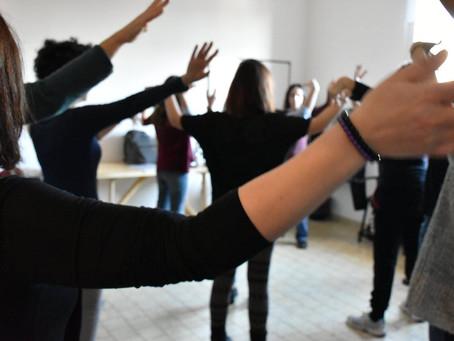 """""""LO SPAZIO VUOTO"""" in contesti scolastici e socio-educativi. Usare il Teatro come strumento didattico"""