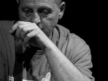 Raccolta di interviste al maestro Felice Tagliaferri, docente e scultore non vedente.