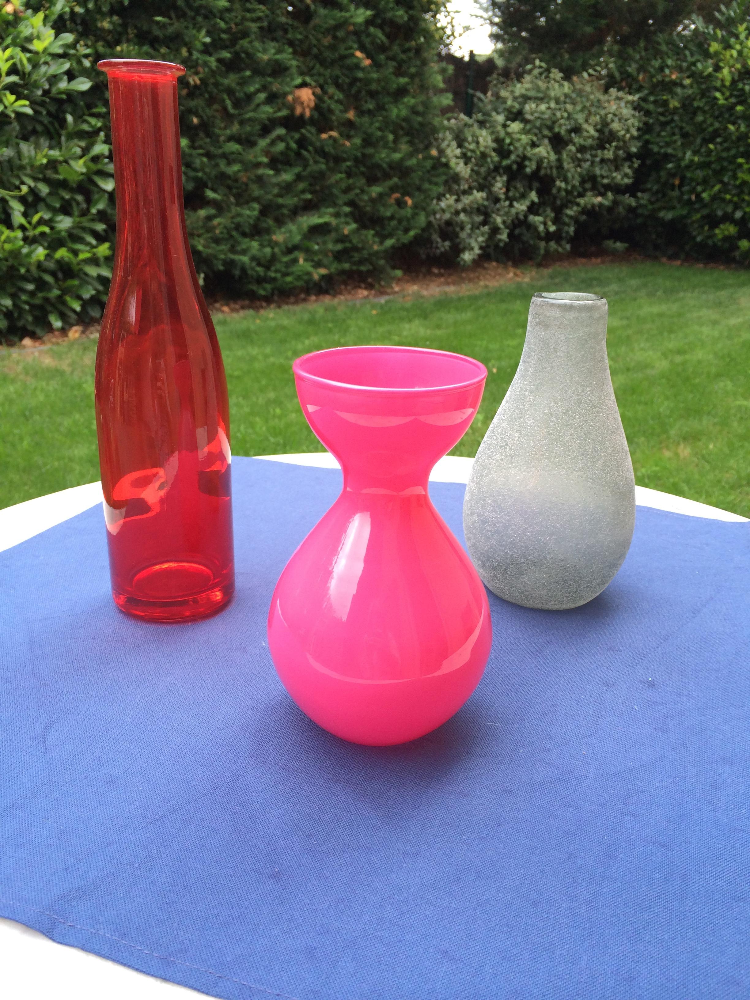3 petits vases de couleur