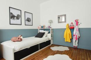 Une chambre d'enfant bleue