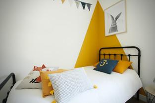 Du jaune dans une chambre d'enfant