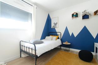Une chambre d'enfant bleu