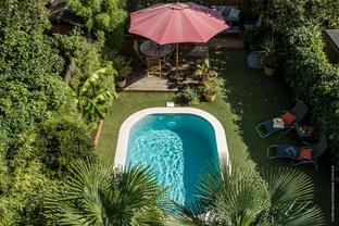 Une piscine au coeur d'un jardin nantais
