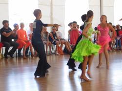 выступление танцоров