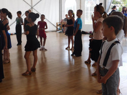 группа танцоров