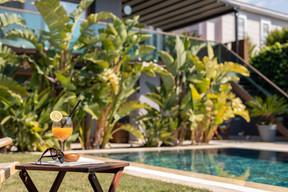 galano suites alaçatı havuz 1.jpg