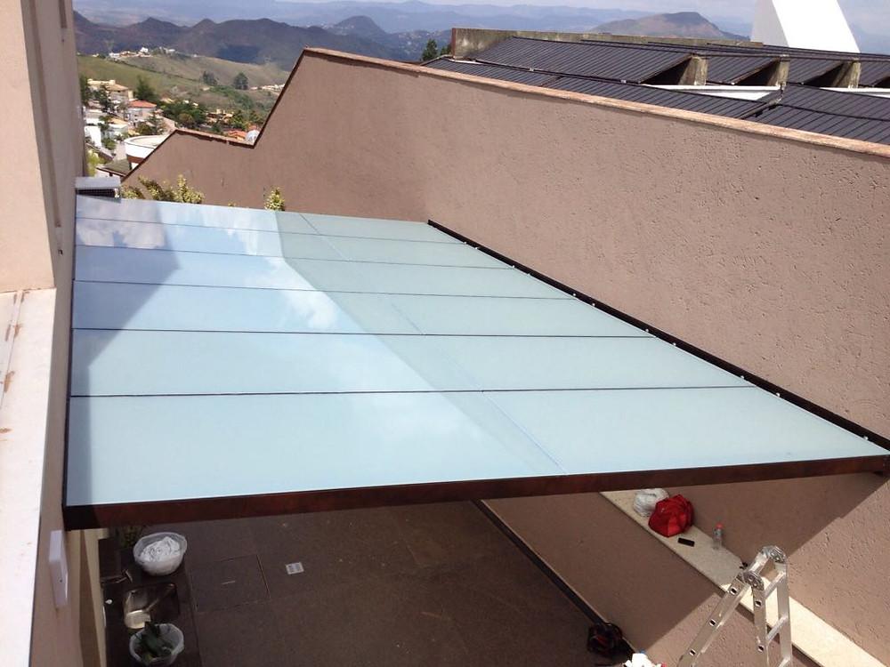 Teto de vidro laminado fosco com estrutura em alumínio - Vidroseg
