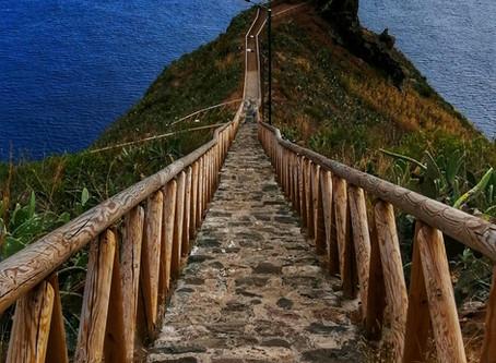 On the edge in Caniço