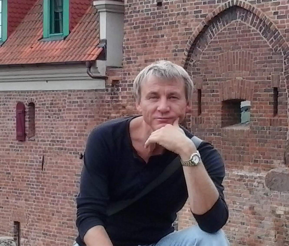 Art deco artist from Madeira island in his hometown Kaliningrad