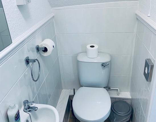 Room 8 - Bathroom