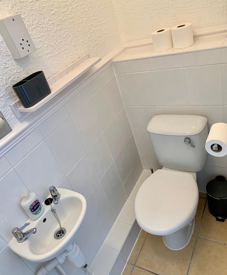 Room 5 - Bathroom