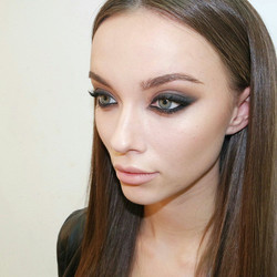 Very very long day #14hours_ #smokeyes_#love this #Makeup