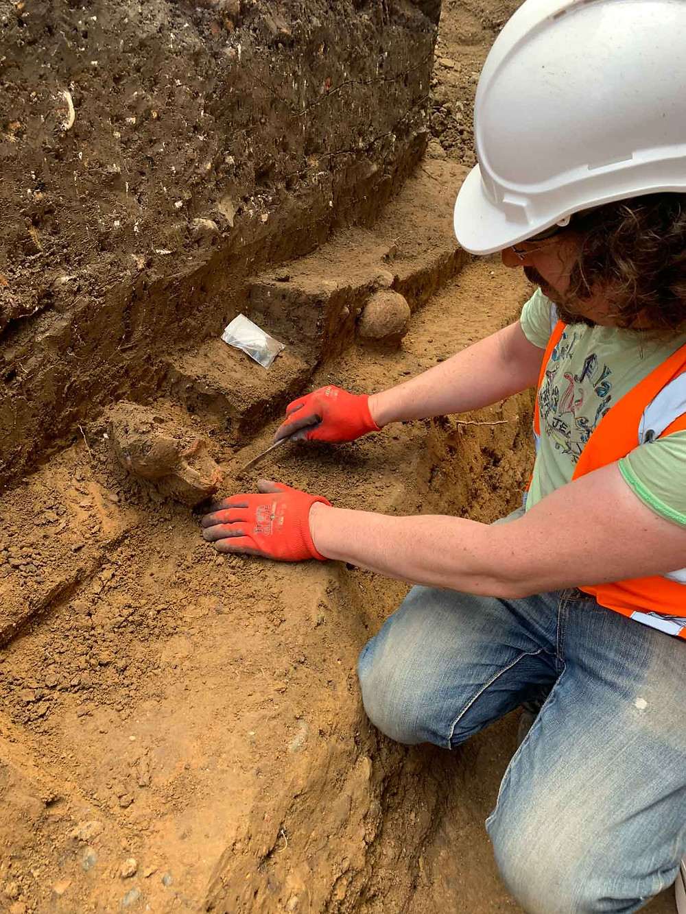 Excavating the Roman cremation burial