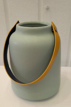 Portavelas cerámica tira cuero verde