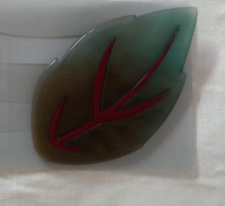 Broche resina variado hoja verde