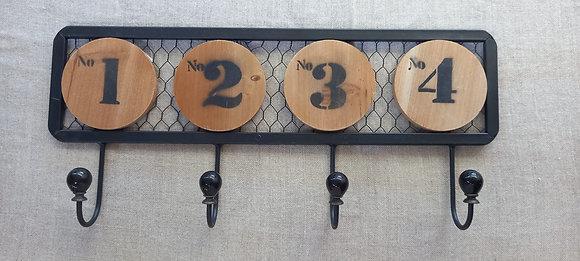Perchero metálico numeros madera