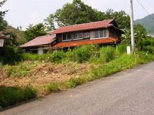 親が菜園をしていた広島の家、雨漏りもしていてぼろぼろです