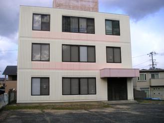 大阪湾を望む3階建てのビルを丸ごと売ります、最上階に住めます