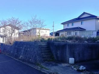 淡路島の住宅団地内、息子のために用意した土地ですが手放します