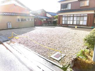 鯖江の駅から近い住宅地、道路は少し狭いです