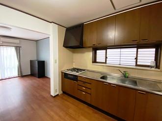 松戸の二世帯住宅で玄関分かれていて賃貸にもできますが、ワケありです