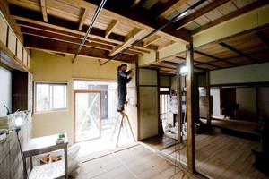 宿場町の古民家を借り上げてDIYシェアハウスにリノベーション