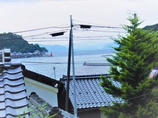 伊根の舟屋群を目の前に臨む古民家、日本海が一望できます