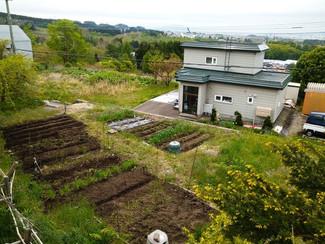 函館市郊外にある高台住宅地内の土地、現在は家庭菜園をやっています
