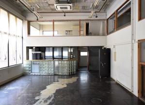 元銀行ビルを演劇も楽しめるゲストハウスにリノベーション