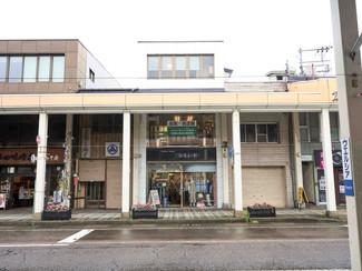 昔ながらの歴史風情のある町、上越高田の祖父の長屋、住居もあります