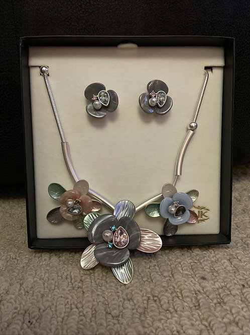SALE Flower style necklace and earring set