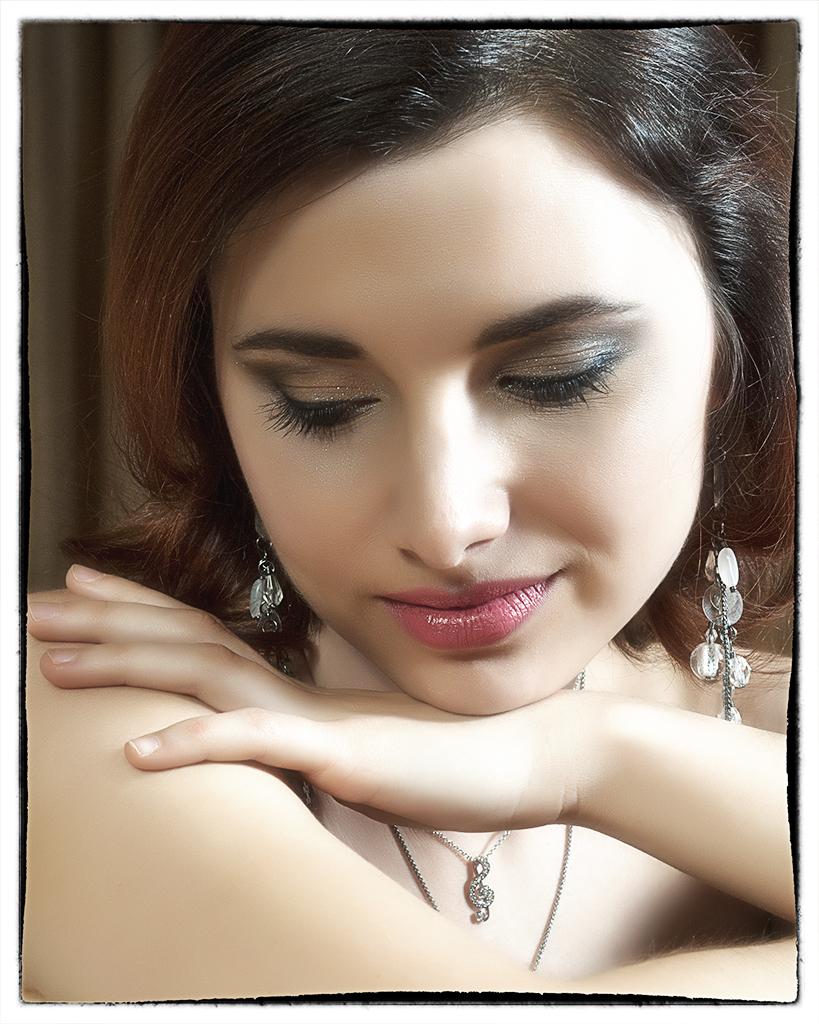 Elina Beauty Shot